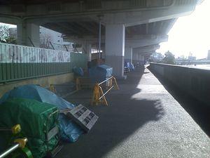 23_高速下のホームレス